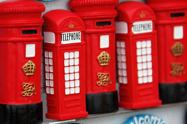calamite ricordo che mostrano i due simboli di Londra, la cabina telefonica e la cassetta delle lettere