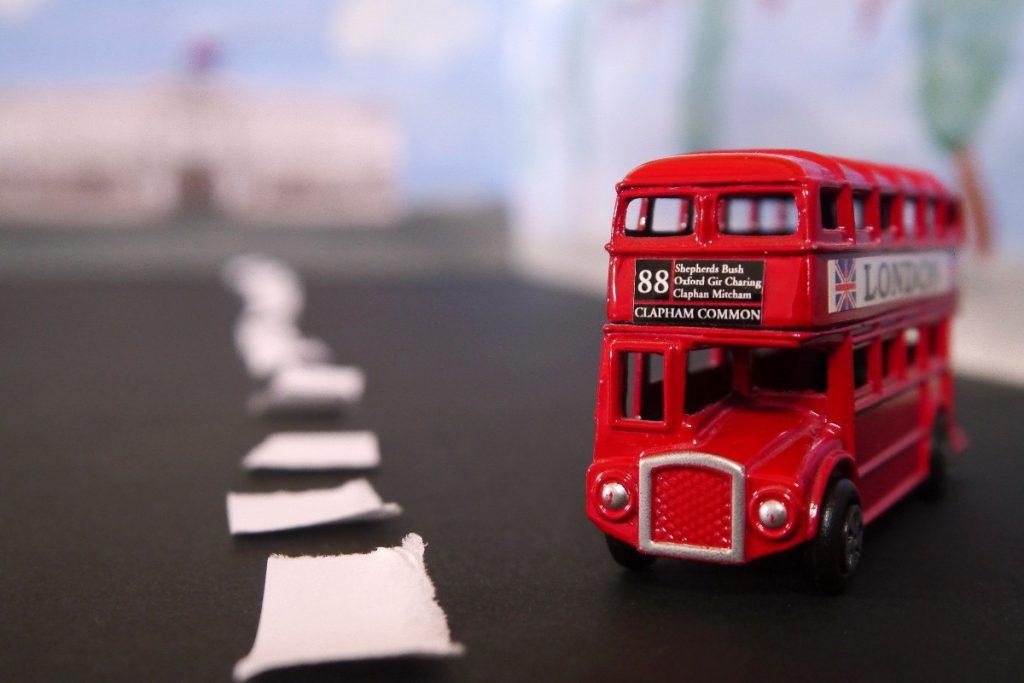 un modellino in scala del celebre double decker londinese
