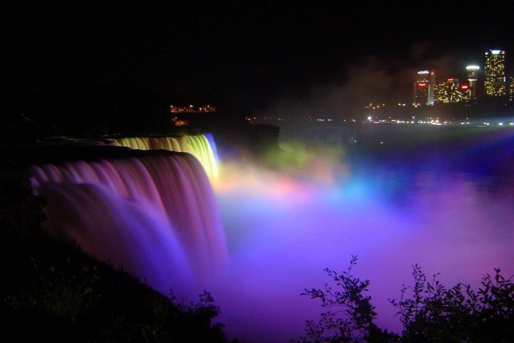 le Cascate del Niagara di notte