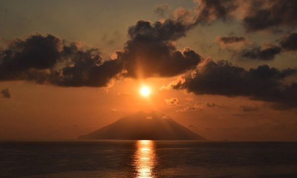 Vulcuani di Stromboli al tramonto