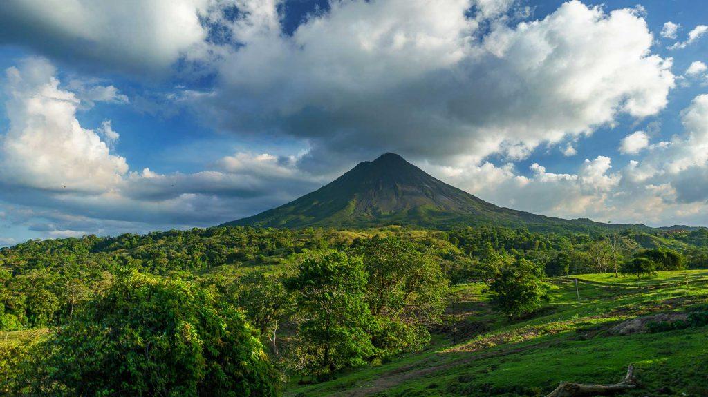 Capodanno in Costa Rica panorama di un vulcano