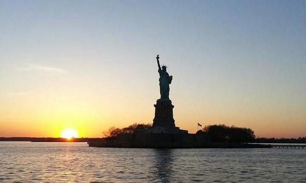 New York Estate INPSieme tramonto statua della libertà
